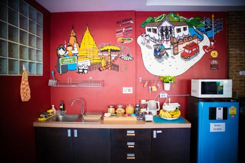 A kitchen or kitchenette at Tawan Bed Club