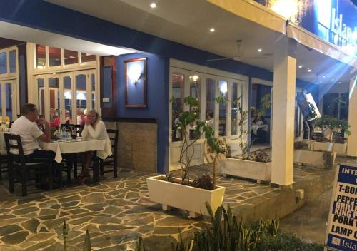 A restaurant or other place to eat at Tasmaria Aparthotel