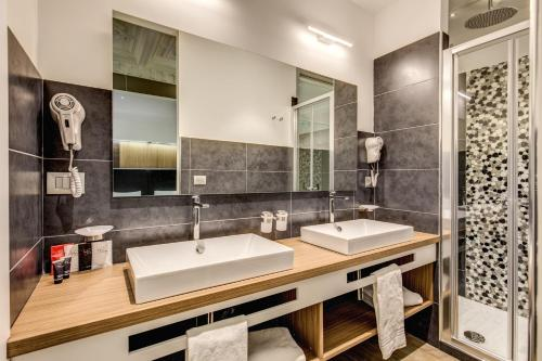 A bathroom at Trevi Collection Hotel - Gruppo Trevi Hotels