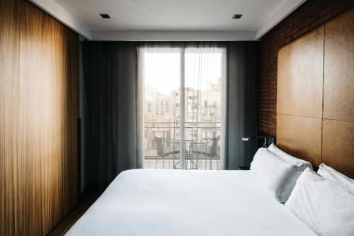 A bed or beds in a room at Hotel Granados 83