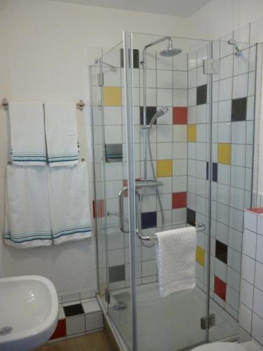 A bathroom at Gästehaus Laßbruch