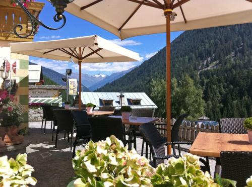 A restaurant or other place to eat at Hotel Gallia