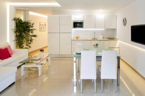 A kitchen or kitchenette at Apartamento MarinaMar