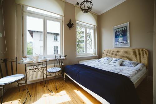 Łóżko lub łóżka w pokoju w obiekcie Kamienica Ogrodowa