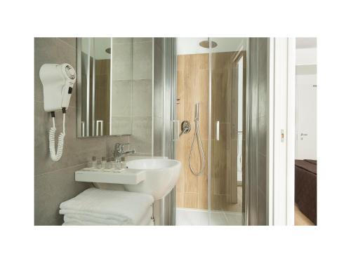 Ein Badezimmer in der Unterkunft Hotel Gardenia