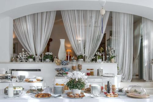 A restaurant or other place to eat at Il San Francesco Charming Hotel
