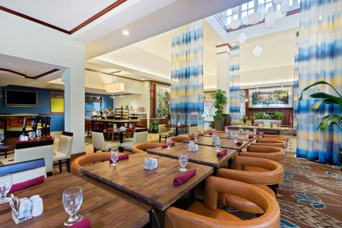 A restaurant or other place to eat at Hilton Garden Inn Ft. Lauderdale SW/Miramar