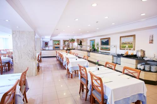 Een restaurant of ander eetgelegenheid bij Hotel Kilimanjaro