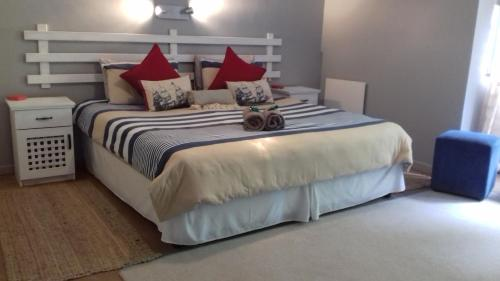 A bed or beds in a room at Sea La Vie Beach House