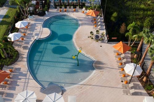 A view of the pool at TownePlace Suites by Marriott Orlando at SeaWorld or nearby