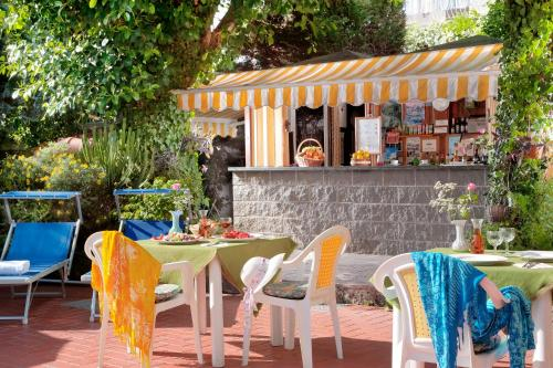 A restaurant or other place to eat at Hotel Ulisse