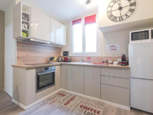 A kitchen or kitchenette at Charme au cœur d'avignon