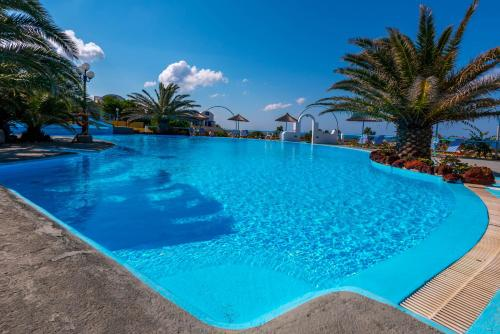Piscine de l'établissement Caldera View Resort ou située à proximité