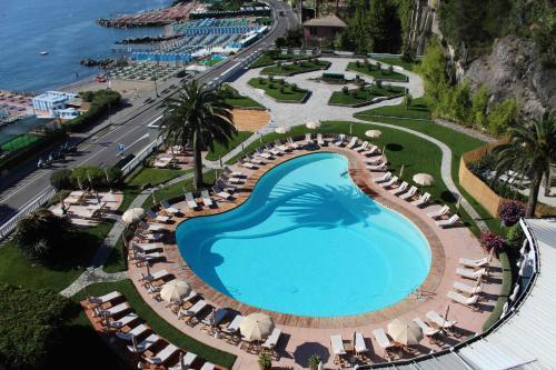 Uitzicht op het zwembad bij Grand Hotel Miramare of in de buurt