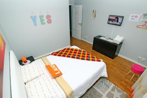 A bed or beds in a room at Guest House Pereira