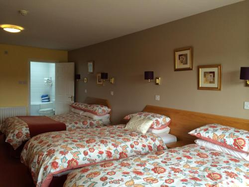 A bed or beds in a room at Glenmore House
