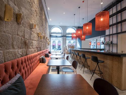 The lounge or bar area at Hotel Carris Porto Ribeira