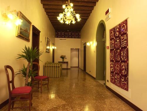 The lobby or reception area at Hotel Al Ponte Mocenigo