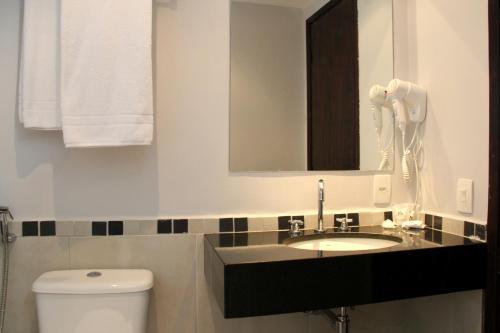 Um banheiro em H3 Hotel Paulista