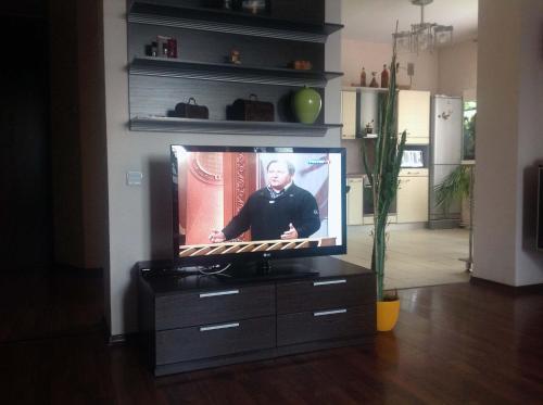 Телевизор и/или развлекательный центр в Arbuzova