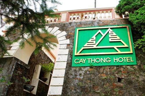 Logo/bảng hiệu tại khách sạn