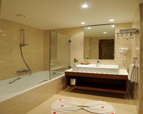 Een badkamer bij Vincci Helios Beach