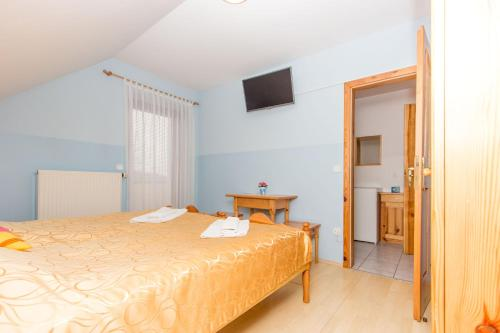 A bed or beds in a room at Guesthouse Kaučič
