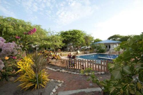 The swimming pool at or near El Jardín de Playas