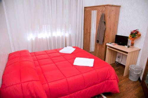 מיטה או מיטות בחדר ב-Kosher B&B The Home in Rome