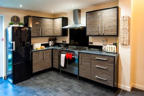 A kitchen or kitchenette at Beachaven (7 Bedroom/5 Bathroom)