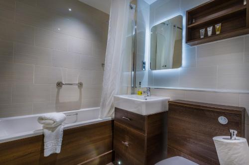 A bathroom at The Admiral Rodney Hotel, Horncastle, Lincolnshire