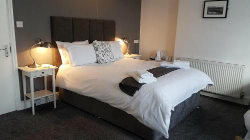 A bed or beds in a room at Glan-Neigr Bar