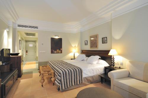 A bed or beds in a room at Vincci Selección Estrella del Mar