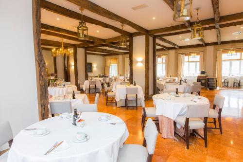 A restaurant or other place to eat at Parador de Ribadeo