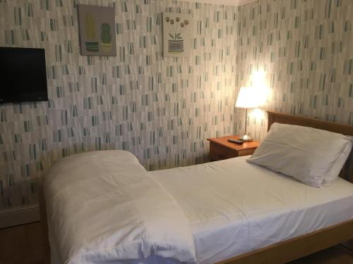 A bed or beds in a room at Addisons
