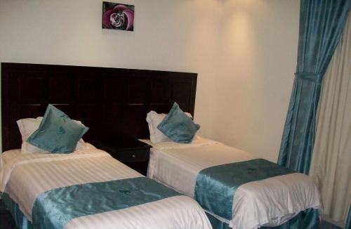 Cama ou camas em um quarto em Dorar Darea Hotel Apartments - Al Nafl