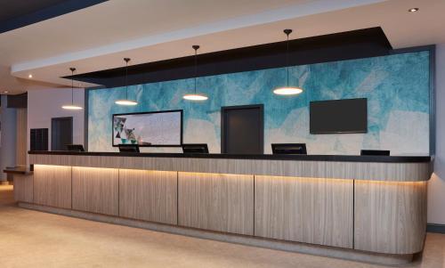 The lobby or reception area at Jurys Inn Southampton
