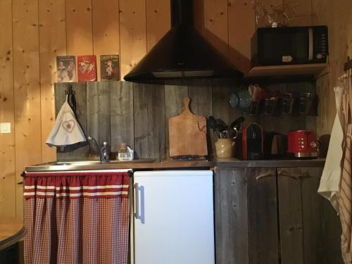 Cuisine ou kitchenette dans l'établissement La Chabraque