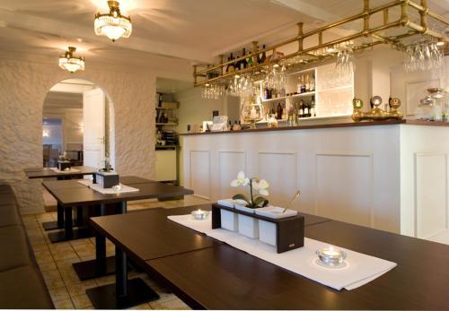 En restaurant eller et andet spisested på Tyrstrup Kro