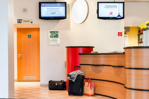 The lobby or reception area at ibis Hotel Dortmund City