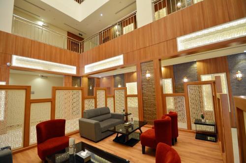 O saguão ou recepção de Thwary Hotel Suites