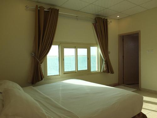Cama ou camas em um quarto em Al Ahmadi Plaza Resort