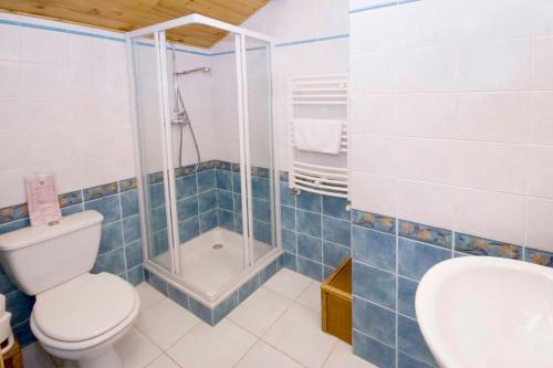 A bathroom at Hôtel Alpis Cottia