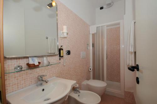 A bathroom at Hotel San Giuseppe