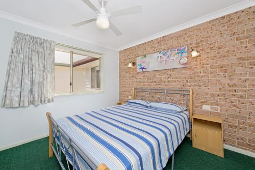 A bed or beds in a room at Bimbimbi 1, 11 Willow Street