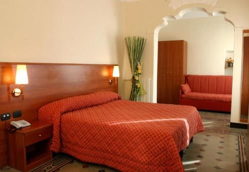 A bed or beds in a room at Hotel San Giuseppe