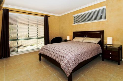 A bed or beds in a room at Dolphins 2 7 Commodore Crescent
