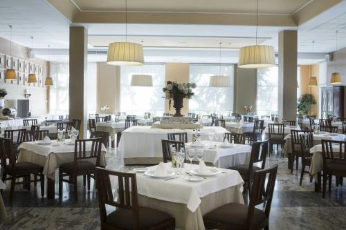 A restaurant or other place to eat at Gran Hotel Aqualange - Balneario de Alange