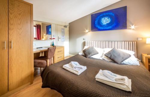 Кровать или кровати в номере Hotel Rhodos Morzine