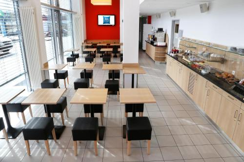 A restaurant or other place to eat at ibis budget Augsburg City